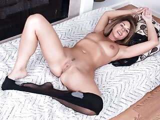 Gorgeous grown up Niki makes you lust for her pussy mature milf nylon