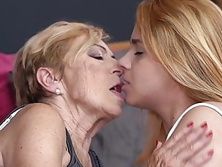 Old granny fucks young girl amateur hairy lesbian